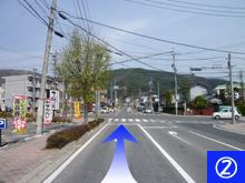 2.松本総合体育館を背に、 まっすぐ進みます。